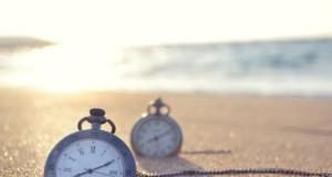 due orologi sulla sabbia risparmio ora legale
