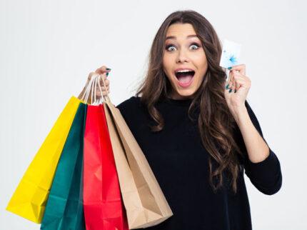 donna felice con gift card scadenza